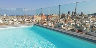 Pool in the rooftop Barcelona hotel Royalty Free Stock Images