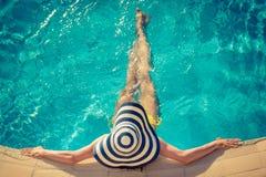 pool simningkvinnabarn Royaltyfri Fotografi