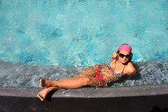pool simningkvinnan Royaltyfria Foton