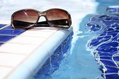 Pool-Sonnenbrillen Stockfoto