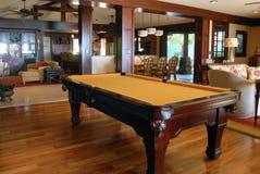 Pool-Tabelle im Wohnzimmer Lizenzfreie Stockfotografie