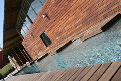 Pool u. Holz Stockbild