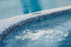 Pool und Jacuzzi Stockfotografie
