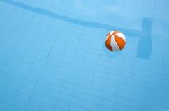 Pool und Kugel Lizenzfreie Stockbilder