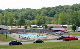Pool und Picknickplatz an Hurrikan Mills Loretta Lynns Ranch Lizenzfreie Stockfotos
