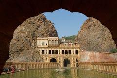 Pool van vrouwen op Galtaji-tempel, dichtbij Jaipur Stock Fotografie