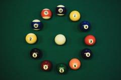 Poolballen in cirkel zoals een wijzerplaat stock fotografie