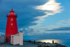 Poolbeg latarnia morska przy nocą. Dublin. Irlandia Obrazy Stock