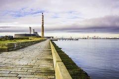 Poolbeg som frambringar stationen och Dublin Port Royaltyfri Fotografi