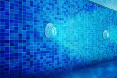 Poolbeleuchtung unter Verwendung LED beleuchtet wasserdichtes lizenzfreie stockbilder