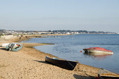 Poole Harbour, Dorset. Boats moored on the beach at Poole Harbour, Dorset Stock Photos