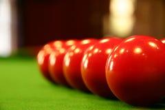 Poolkugeln auf einer grünen Tabelle Lizenzfreie Stockfotografie