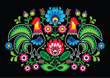 Pools bloemenborduurwerk met hanen - traditioneel volkspatroon Royalty-vrije Stock Afbeelding