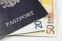 Pools paspoort met euro stock afbeeldingen