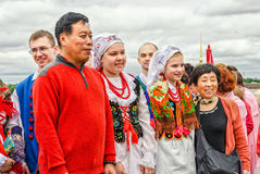 Pools volksdansensemble GAIK die met occasionele toeristen schieten Stock Afbeelding
