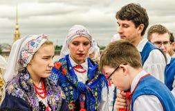 Pools volksdansensemble GAIK Het wachten op het begin van het festival Royalty-vrije Stock Afbeeldingen