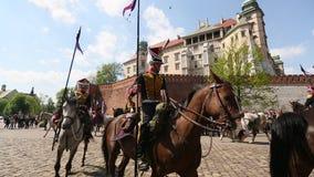 Poolse cavalerie tijdens jaarlijks van Poolse nationaal en officiële feestdag de 3 de Grondwetsdag van Mei stock video