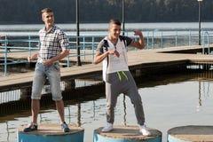 Poolse Discoband Jurad die tijdens het schieten van muziek videoklem werken Royalty-vrije Stock Foto