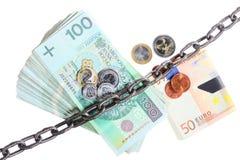 Poolse en euro munt met ketting voor veiligheidsinvestering Stock Afbeelding