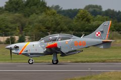 Poolse Luchtmacht PZL-Okecie pzl-130 tc-1 Orlik-schroefturbine, enige motor, twee vliegtuigen van de zeteltrainer Stock Afbeelding