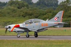 Poolse Luchtmacht PZL-Okecie pzl-130 tc-1 Orlik-schroefturbine, enige motor, twee vliegtuigen van de zeteltrainer Stock Foto's