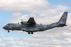 Poolse Luchtmacht Sily Powietrzne CASA c-295M de tweelingvliegtuigen van de motor militaire lading Stock Fotografie