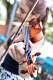 Poolse meisje het spelen viool royalty-vrije stock foto's