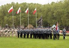 Poolse Politie die voorbereidingen treffen te paraderen Stock Afbeelding