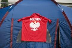 Poolse t-shirt op tent stock foto