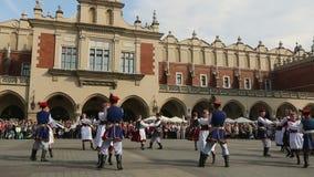 Poolse volkscollective op Hoofdvierkant tijdens jaarlijkse Poolse nationaal en officiële feestdag de Grondwetsdag stock videobeelden