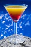 poolside коктеила стоковое изображение
