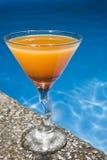 poolside коктеила стоковая фотография