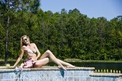 poolside мамы младенца Стоковые Изображения RF
