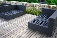 Poolside Deckchair no hotel de luxo Imagens de Stock