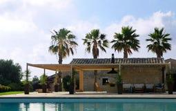 Poolside della villa Immagine Stock Libera da Diritti