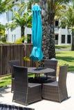Poolside, der am Feiertag sich entspannt Tanjung Benoa, Bali lizenzfreie stockfotos