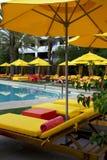 Poolside för simning för semestersemesterorthotell Fotografering för Bildbyråer