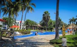 Poolside i El Salvador royaltyfri fotografi