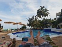Poolside relaks obraz royalty free