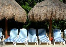 Poolsideaufenthaltsraumstühle Lizenzfreies Stockbild