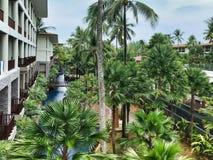 Pooltuin bij hotel in Thailand royalty-vrije stock foto
