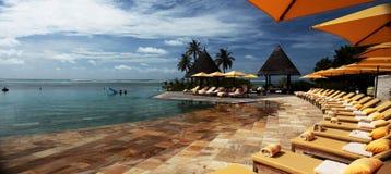 Poolzone Malediven-Panorama stockfoto