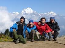 Poon小山的,道拉吉里峰范围,尼泊尔远足者 免版税库存图片