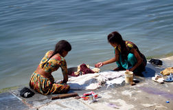 Poor young Indian women washing their clothes in a lake Royalty Free Stock Photography
