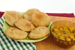 подлинное poori индейца тарелки bhaji Стоковое Изображение