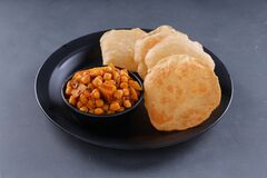 Free Poori With Chickpea Chana Masala Curry Stock Photography - 215914042