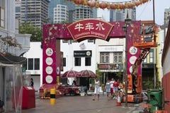 Poort aan Chinatown met mensen stock fotografie