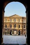 Poort aan Cour Carrée, Louvre, Parijs Stock Afbeeldingen
