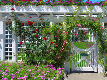 Poort aan de formele tuin Royalty-vrije Stock Afbeeldingen
