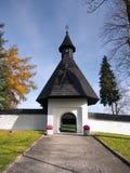 Poort aan kerk in Tvrdosin, Slowakije stock afbeelding